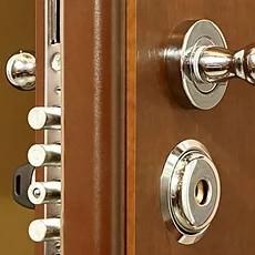 Дверна фурнітура