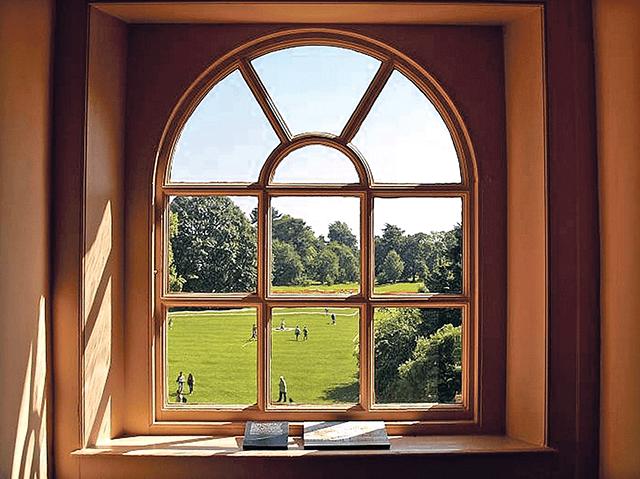Арочні дерев'яні вікна