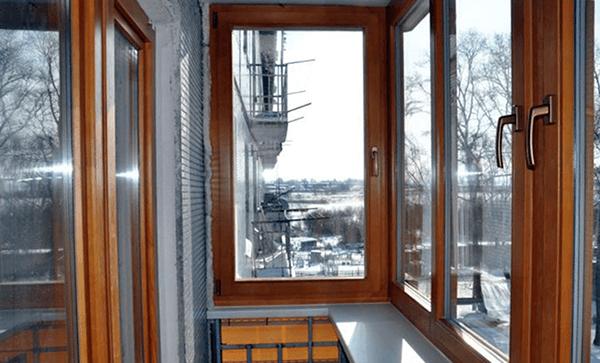 Дерев'яні вікна на балкон