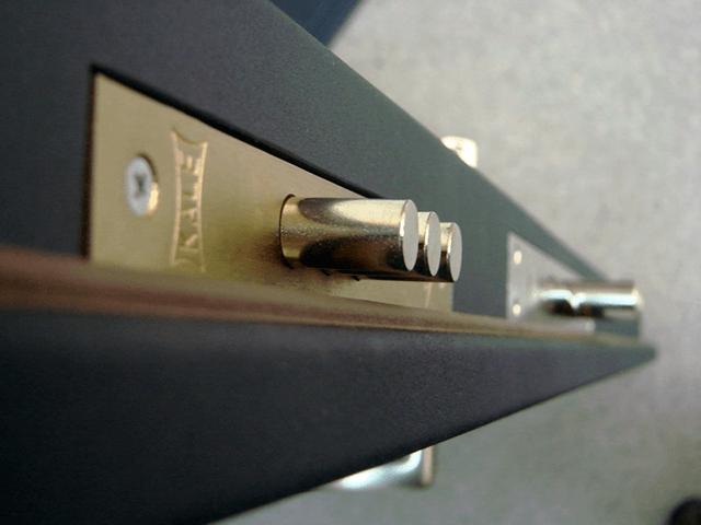 Вибираємо між сувальдними і циліндровими замками для дверей