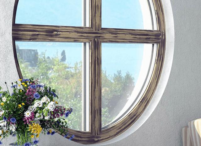 Кольорові дерев'яні вікна